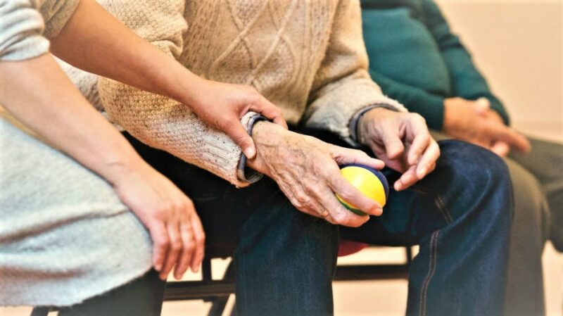 Pictorial illustration ofThe image illustrates the major health issues facing the elderly people.
